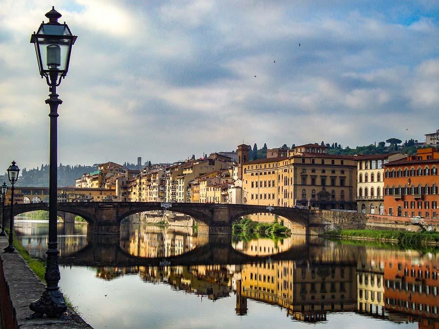 foto di un ponte di Firenze